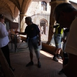 """obbligo coprirsi per il Duomo • <a style=""""font-size:0.8em;"""" href=""""http://www.flickr.com/photos/92853686@N04/28784023797/"""" target=""""_blank"""">View on Flickr</a>"""