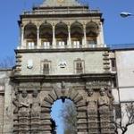 """La Porta Nuova, adiacente al Palazzo dei Normanni, è stata per secoli il più importante accesso a Palermo via terra • <a style=""""font-size:0.8em;"""" href=""""http://www.flickr.com/photos/92853686@N04/33357934030/"""" target=""""_blank"""">View on Flickr</a>"""